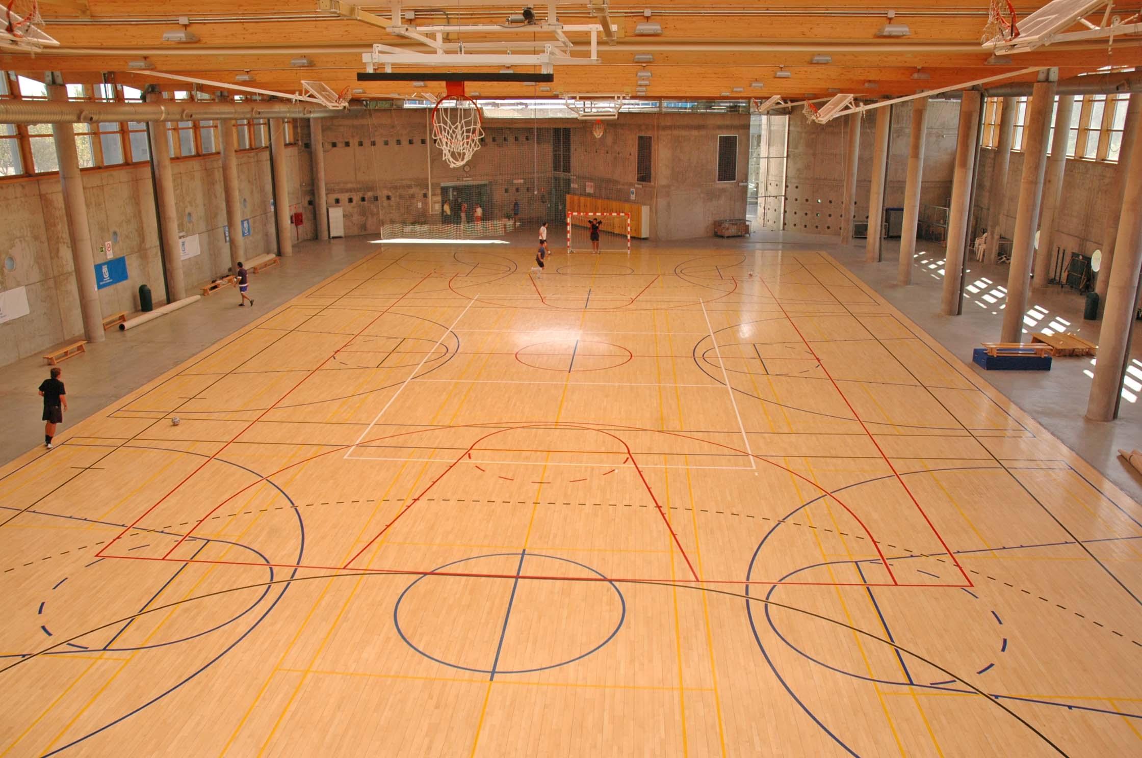 Pabellones cubiertos para jugar al kinball en el este de for Piscina municipal moscardo
