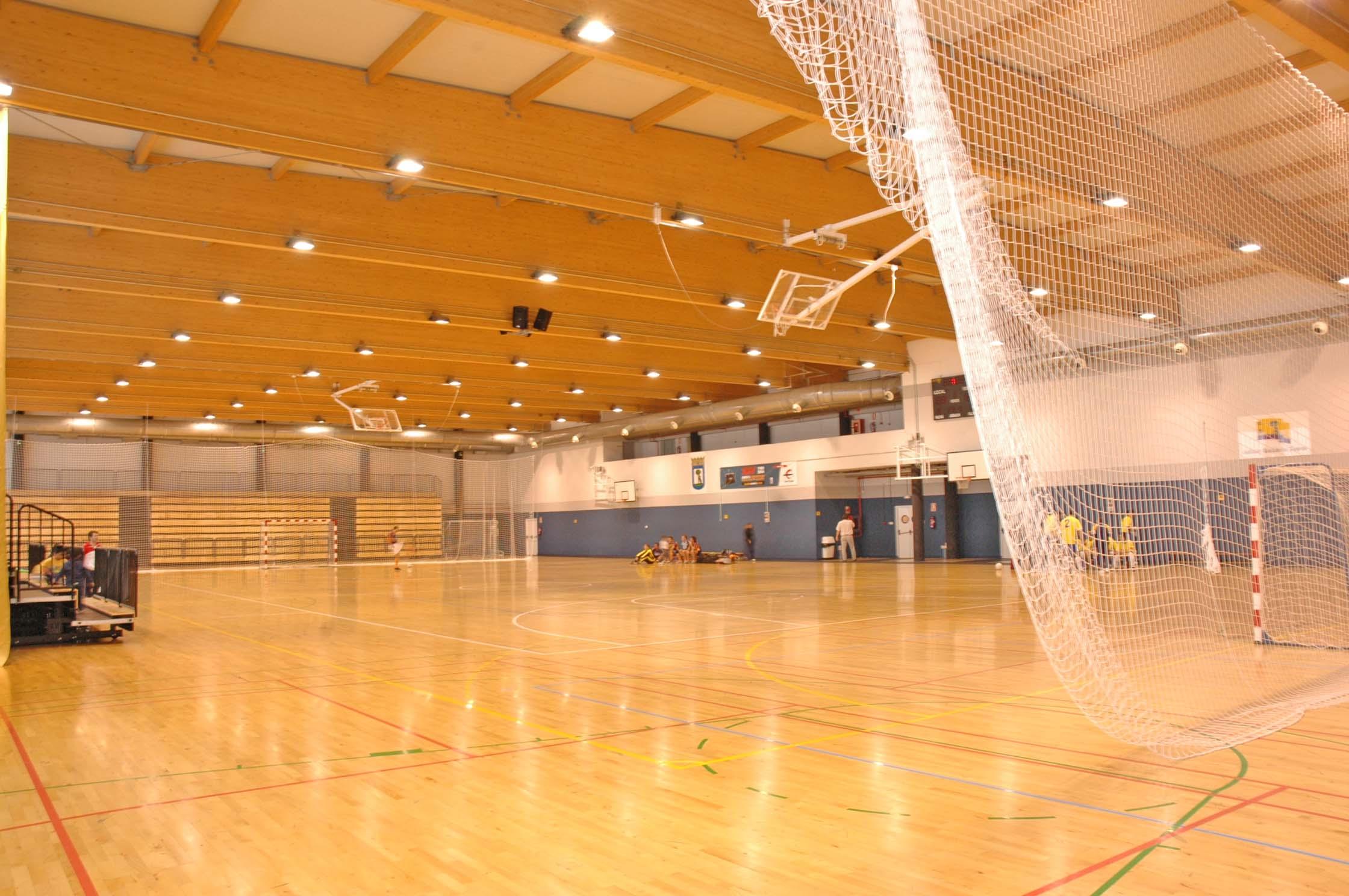 Pabellones cubiertos para jugar al kinball en el sur de for Piscina barajas