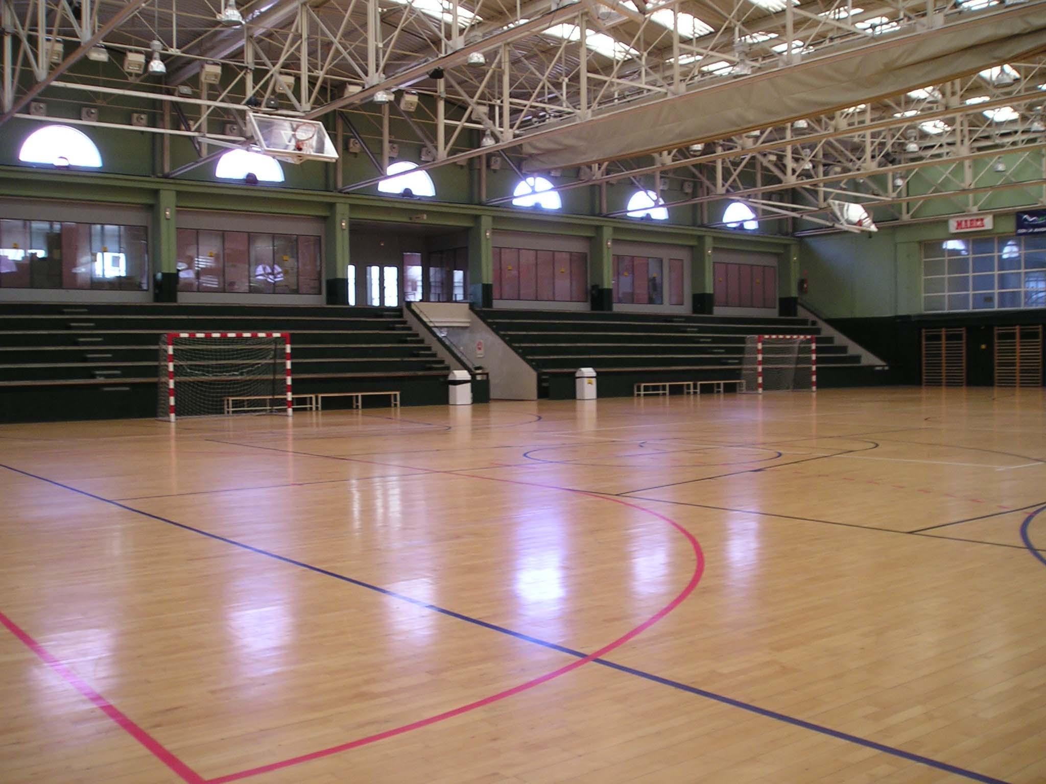 Pabellones cubiertos para jugar al kinball en el norte de for Piscina triangulo de oro