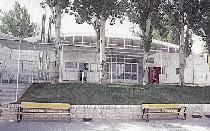 Piscinas al aire libre centros deportivos con recintos de for Piscina municipal moscardo