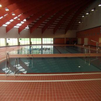 Relaci n de piscinas cubiertas en servicio temporada 2017 for Piscina municipal aluche