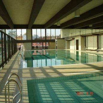 Centro deportivo municipal escuelas de san ant n for Piscina municipal moscardo