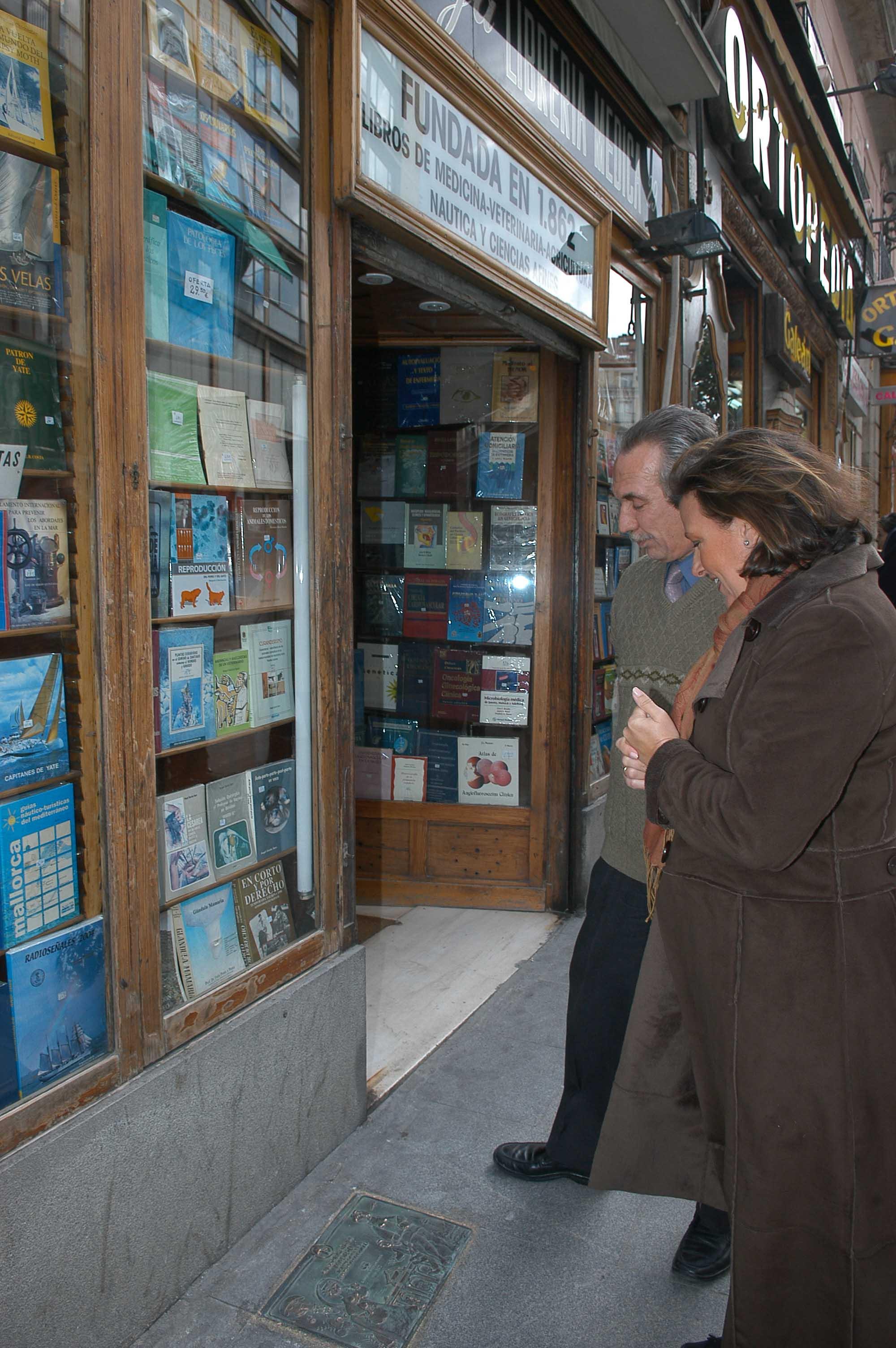 Placas conmemorativas para la librer a nicol s moya y la farmacia de la victoria ayuntamiento - La farmacia en casa ...