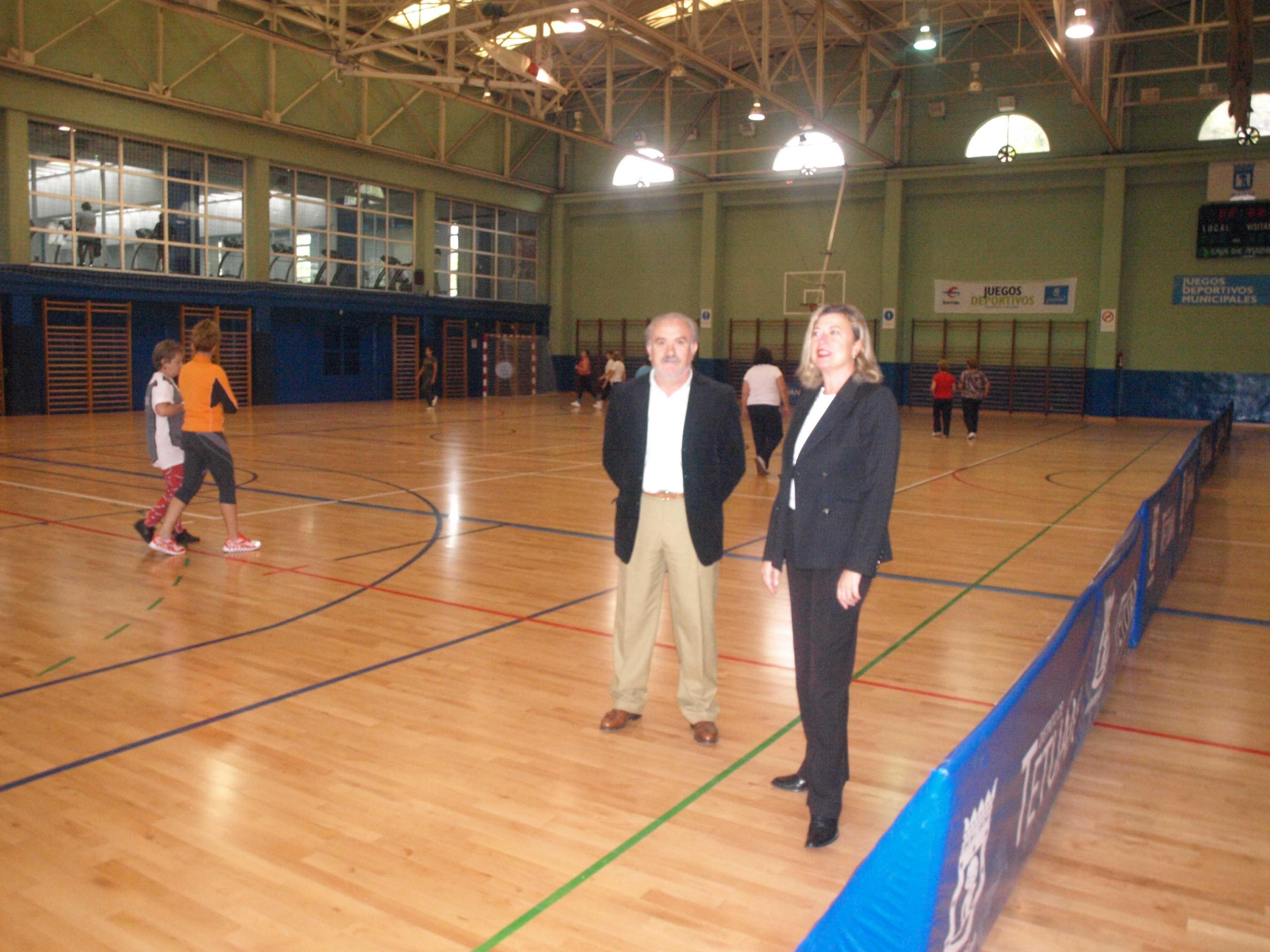 Garc a romero visita el fin de obras del polideportivo for Piscina triangulo de oro