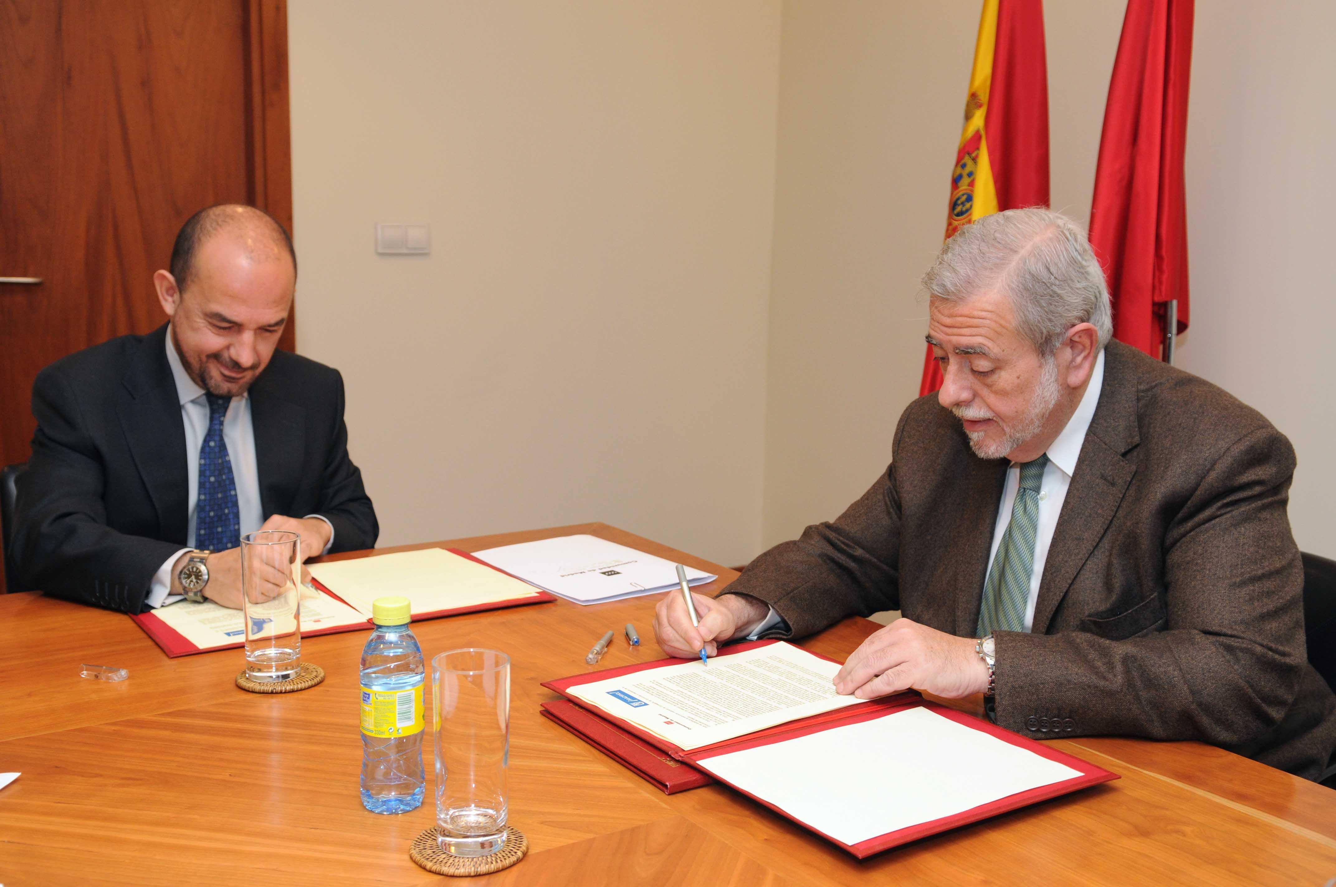 Villanueva firma convenio consumo ayuntamiento de madrid for Convenio oficinas tecnicas