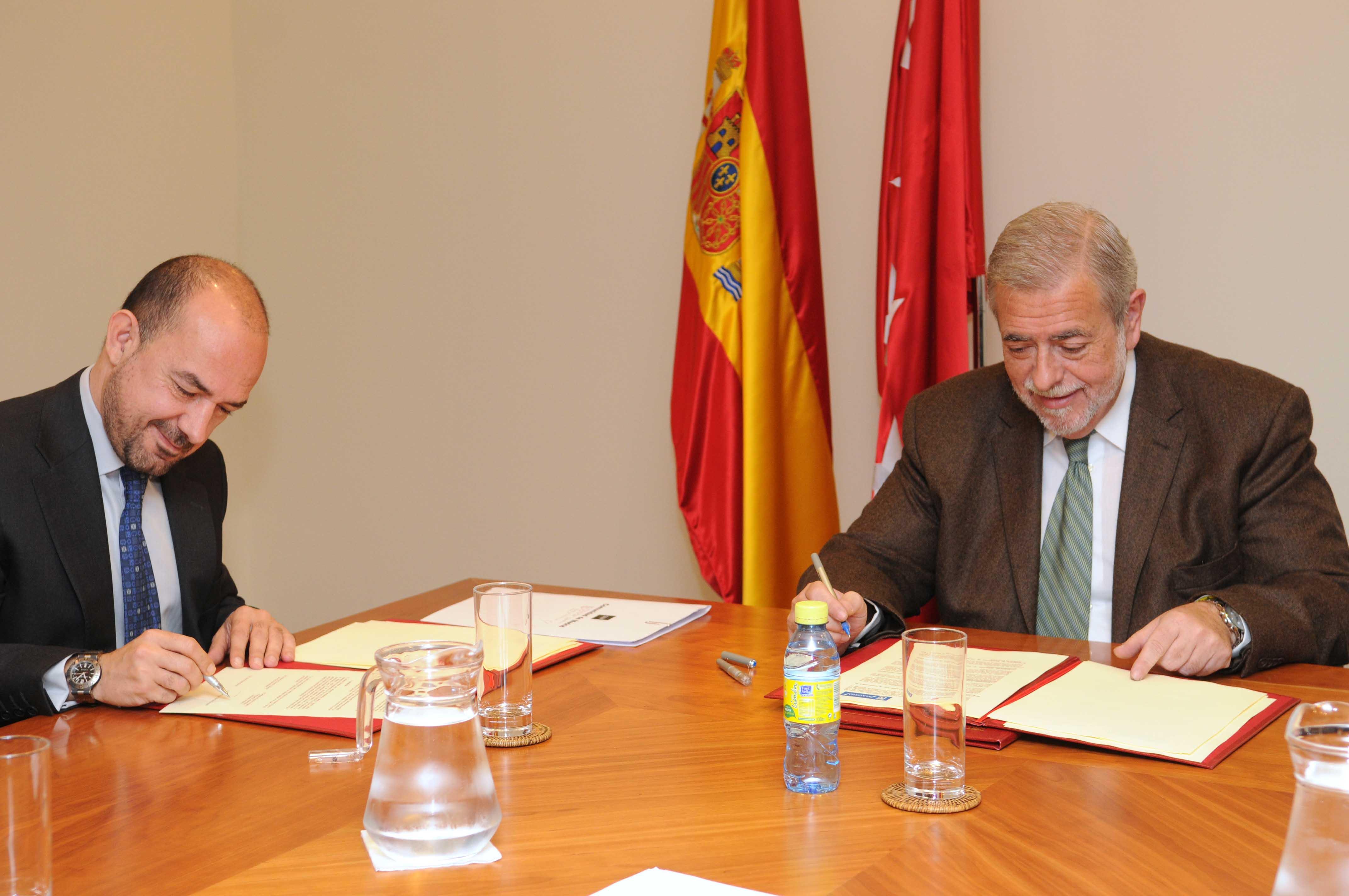 Villanueva firma convenio consumo ayuntamiento de madrid for Convenio oficinas madrid