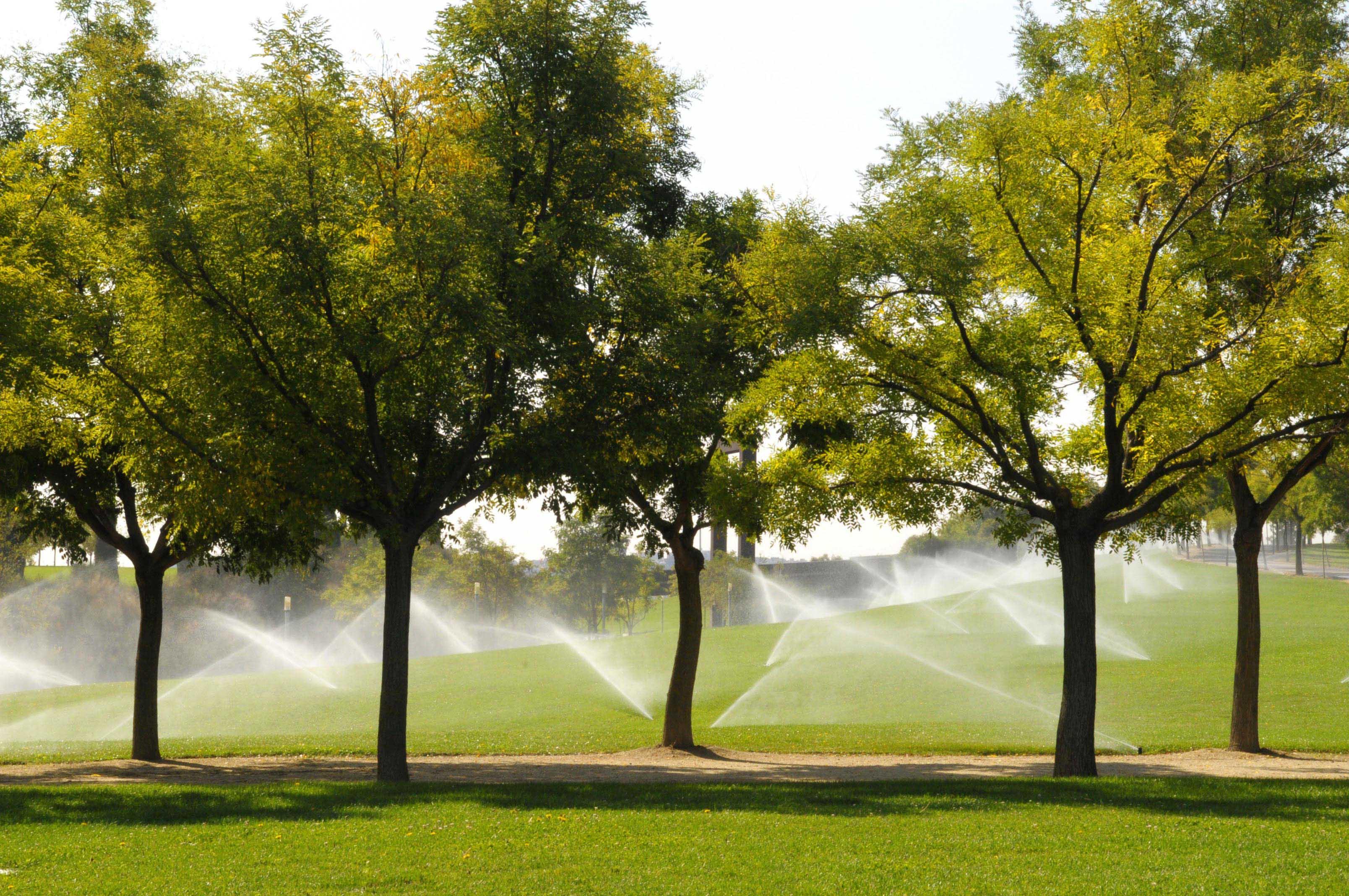 Redes de riego con agua reciclada ayuntamiento de madrid for Aspersores de agua para jardin