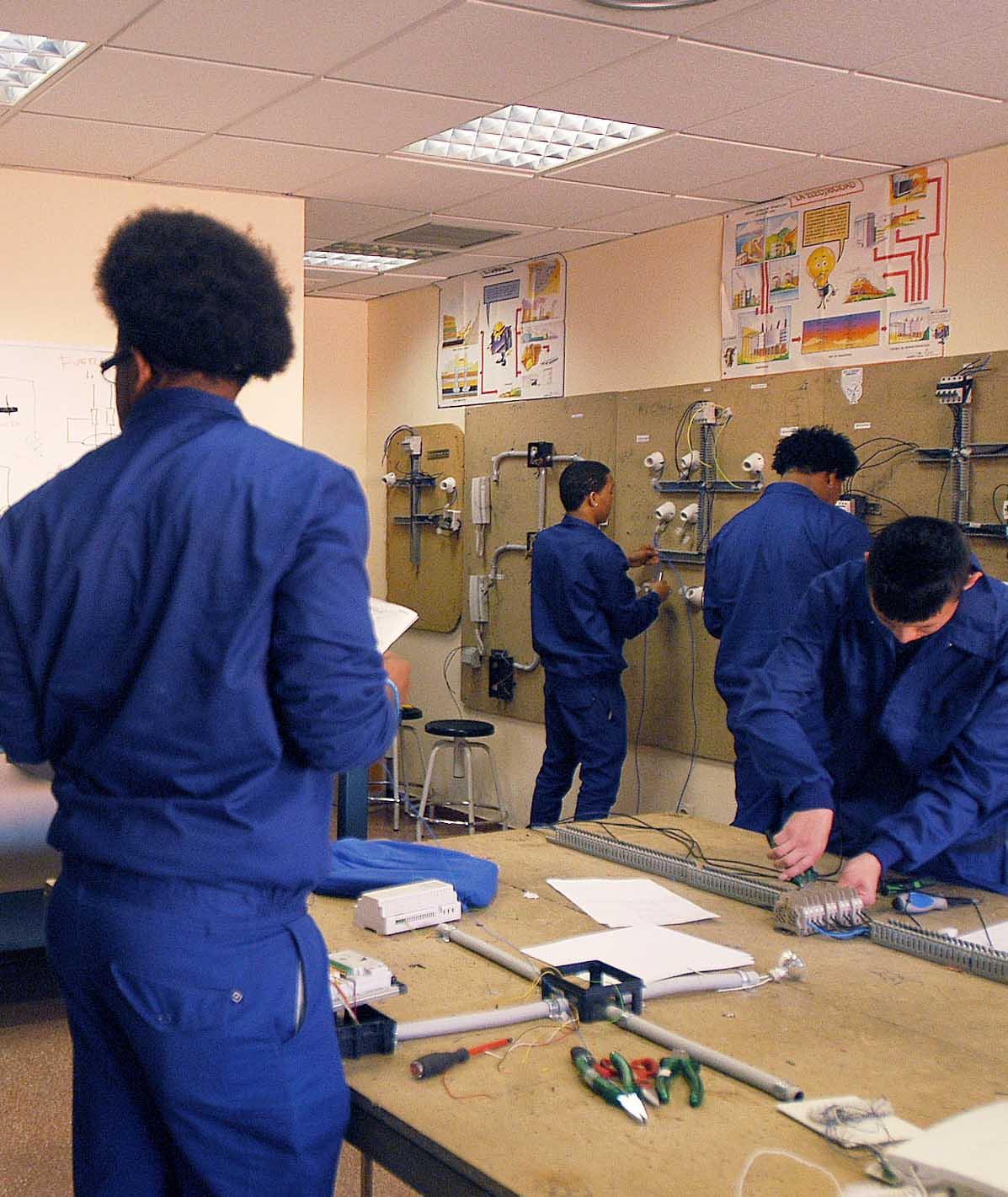 Inmigrantes atendidos en las oficinas de for Oficinas caja laboral madrid