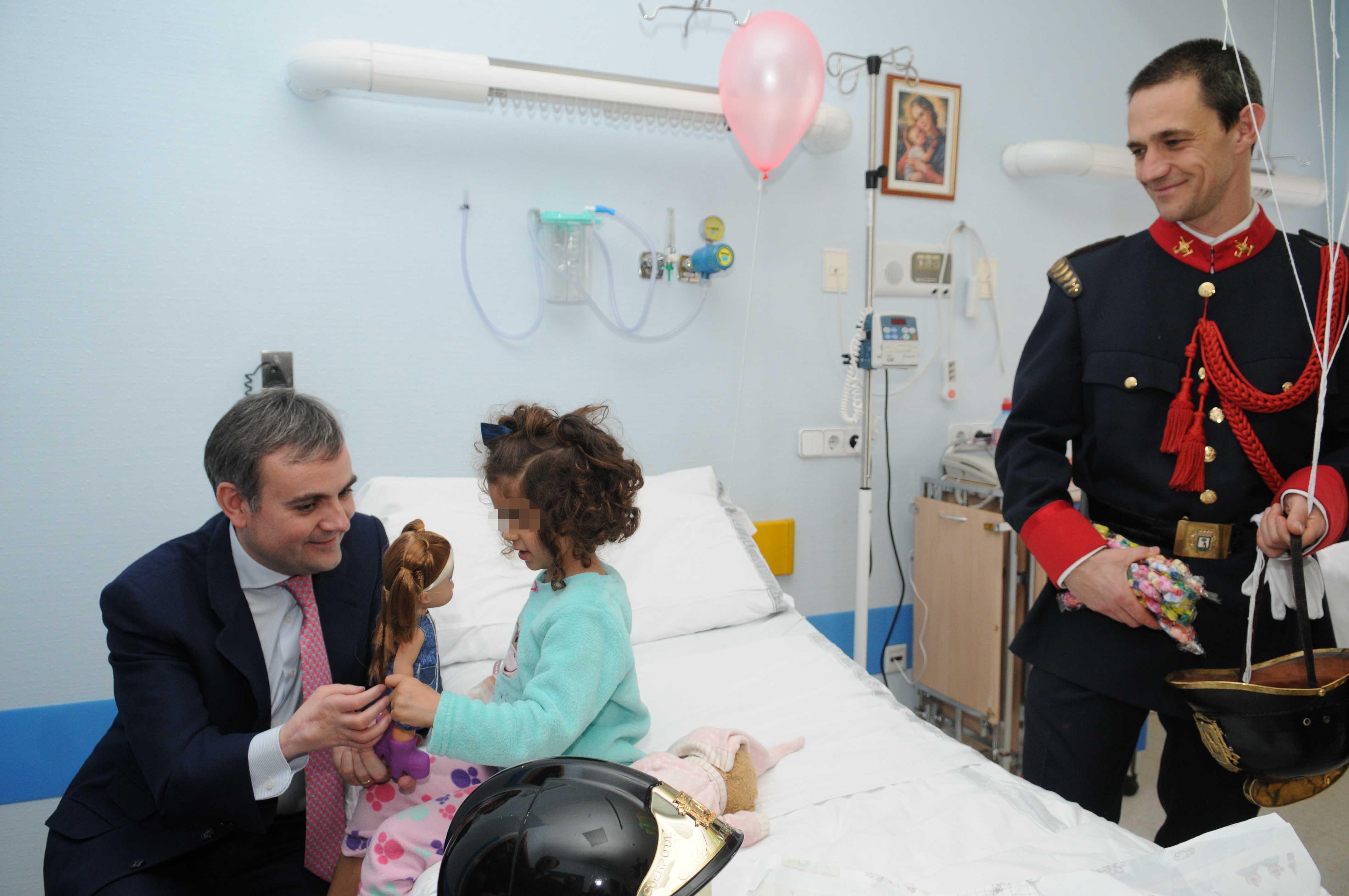 Hospitalizados De Los Niños Madrid Ayuntamiento Juguetes Para mnPyOv8N0w