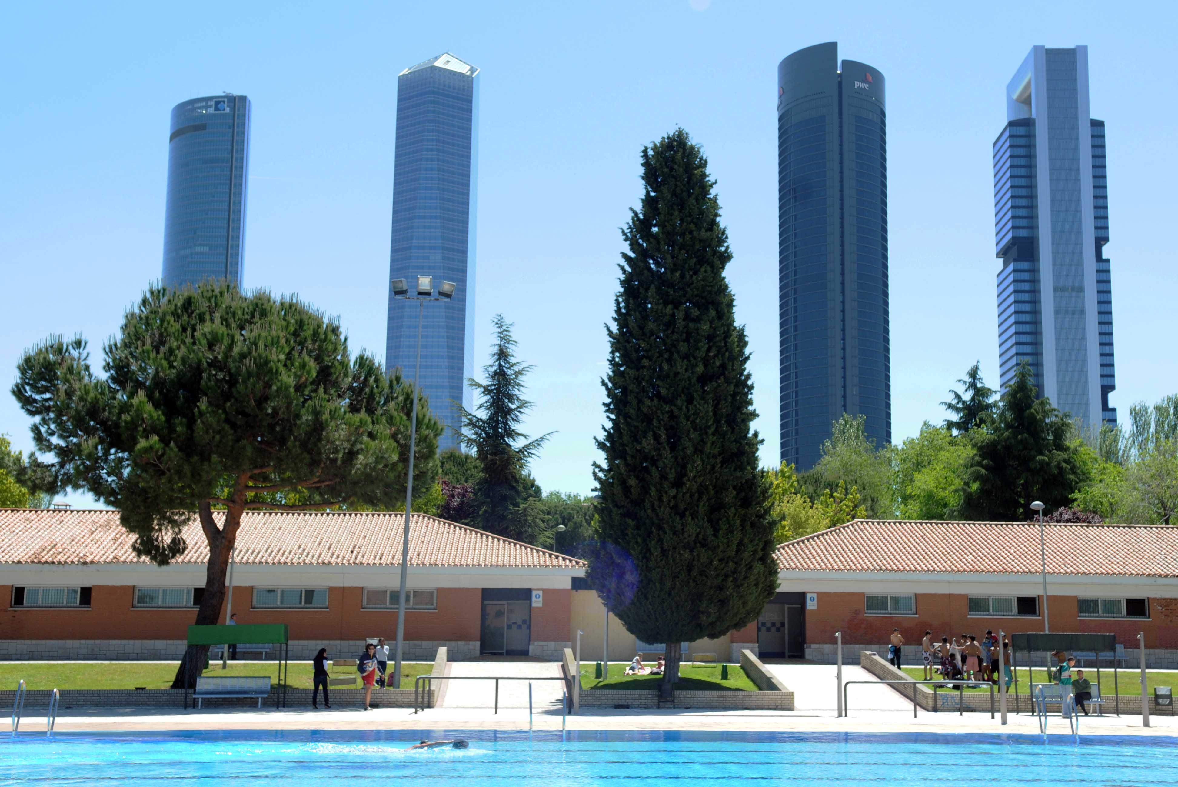 Hoy se abren las piscinas municipales ayuntamiento de madrid for Piscina municipal vicente del bosque