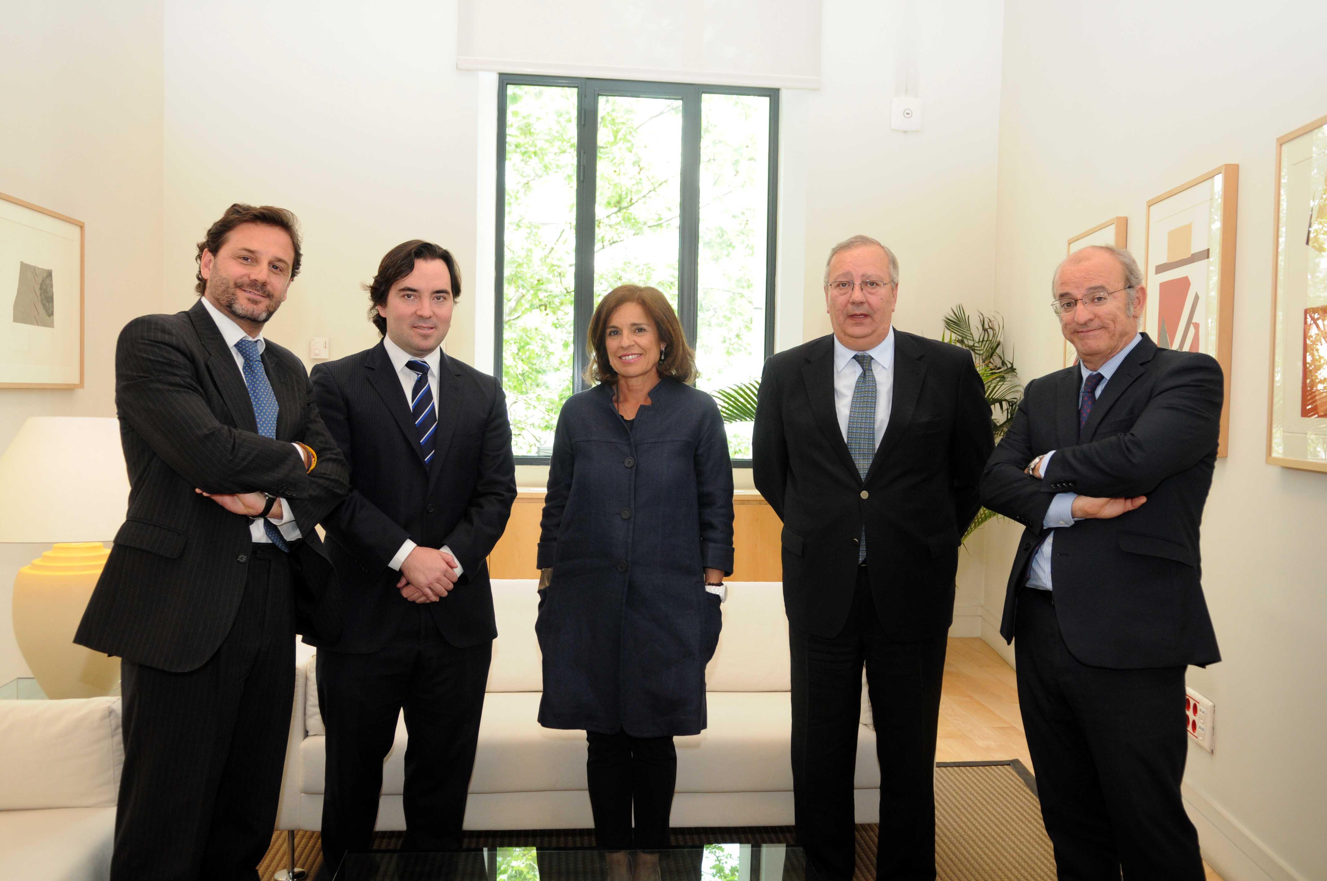 La alcaldesa felicita al rayo vallecano ayuntamiento de for Oficinas rayo vallecano
