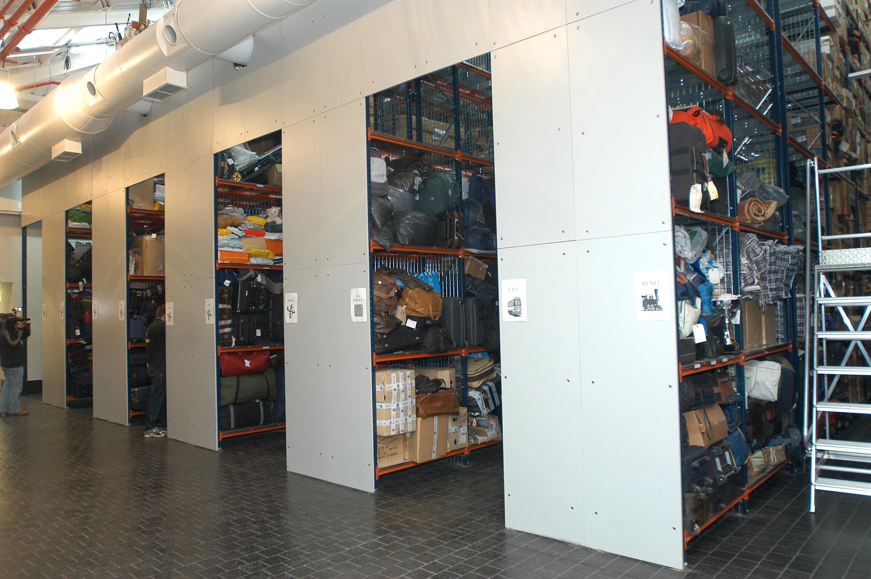 Una segunda vida para los objetos perdidos ayuntamiento de madrid - Oficina de objetos perdidos ...