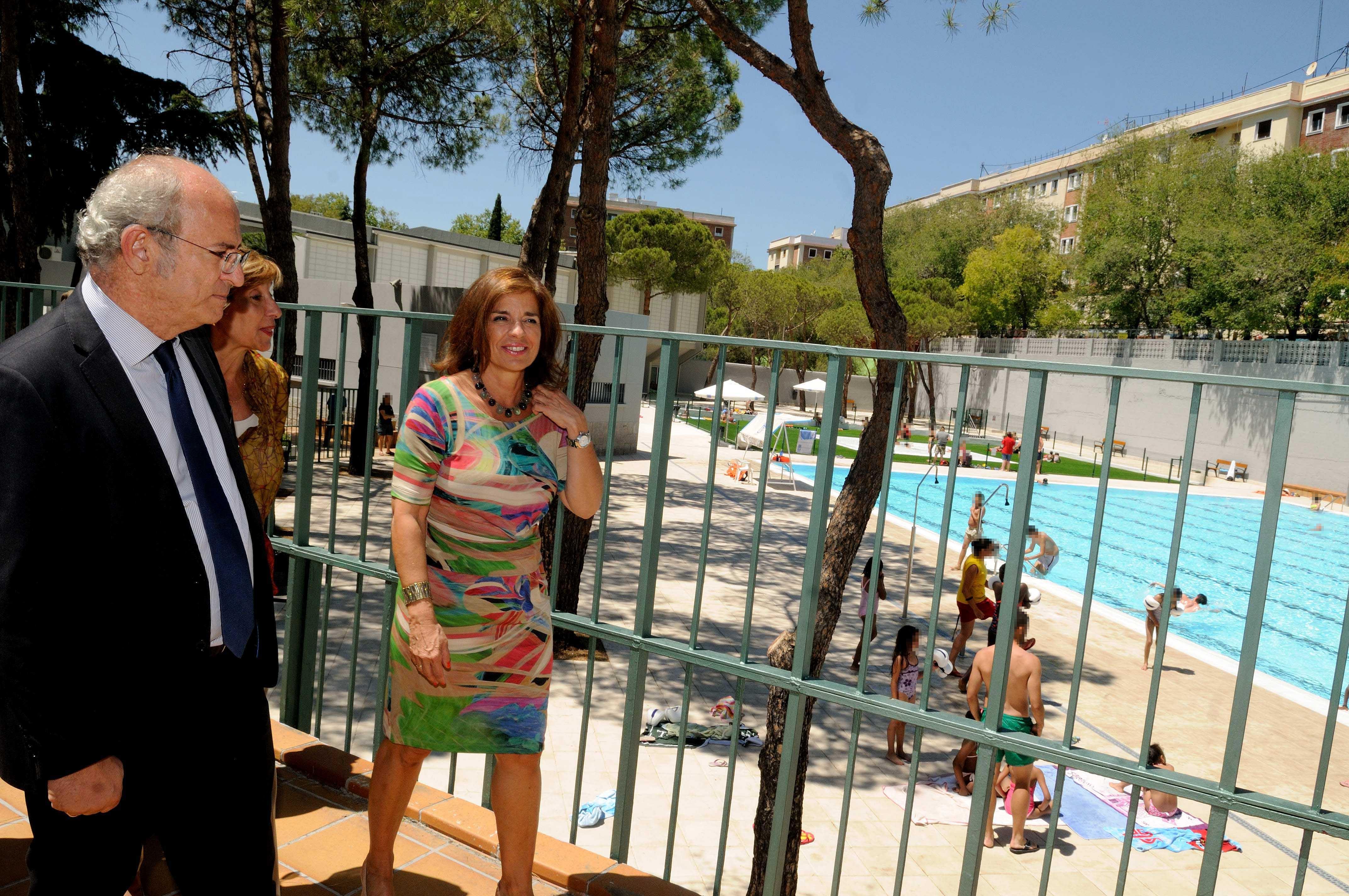 La piscina del barrio de la concepci n a pleno for Piscinas publicas madrid centro