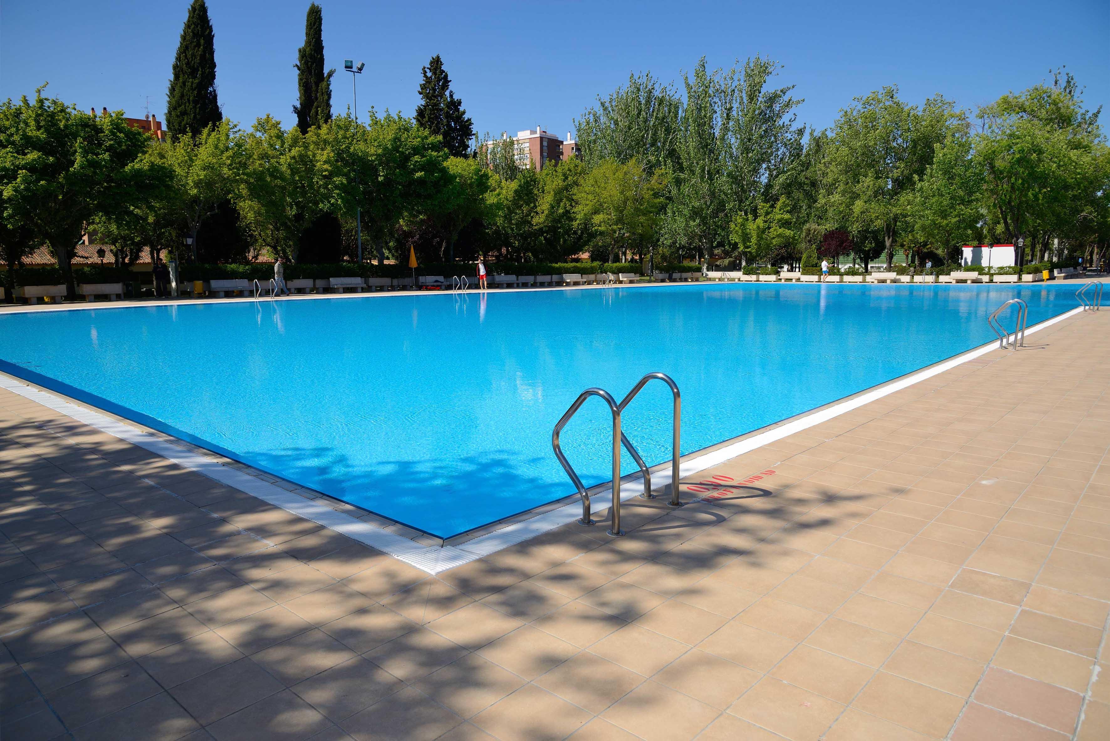 Las piscinas municipales de verano cierran ma ana for Piscina municipal casa de campo