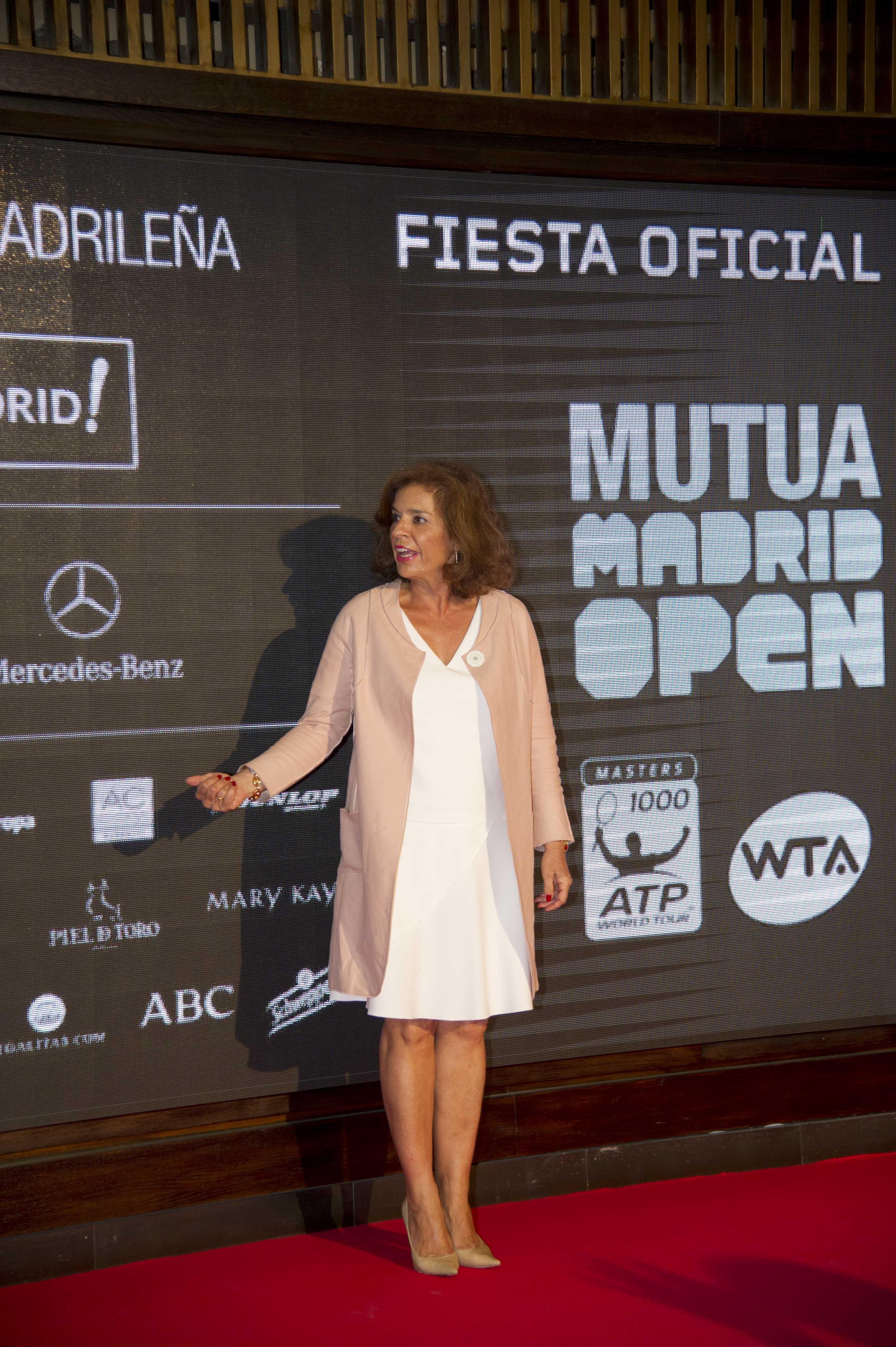 ana botella Ana botella peut désigner : ana botella serrano (née en 1954), femme politique espagnole ana botella gómez, (née en 1958), femme politique espagnole.