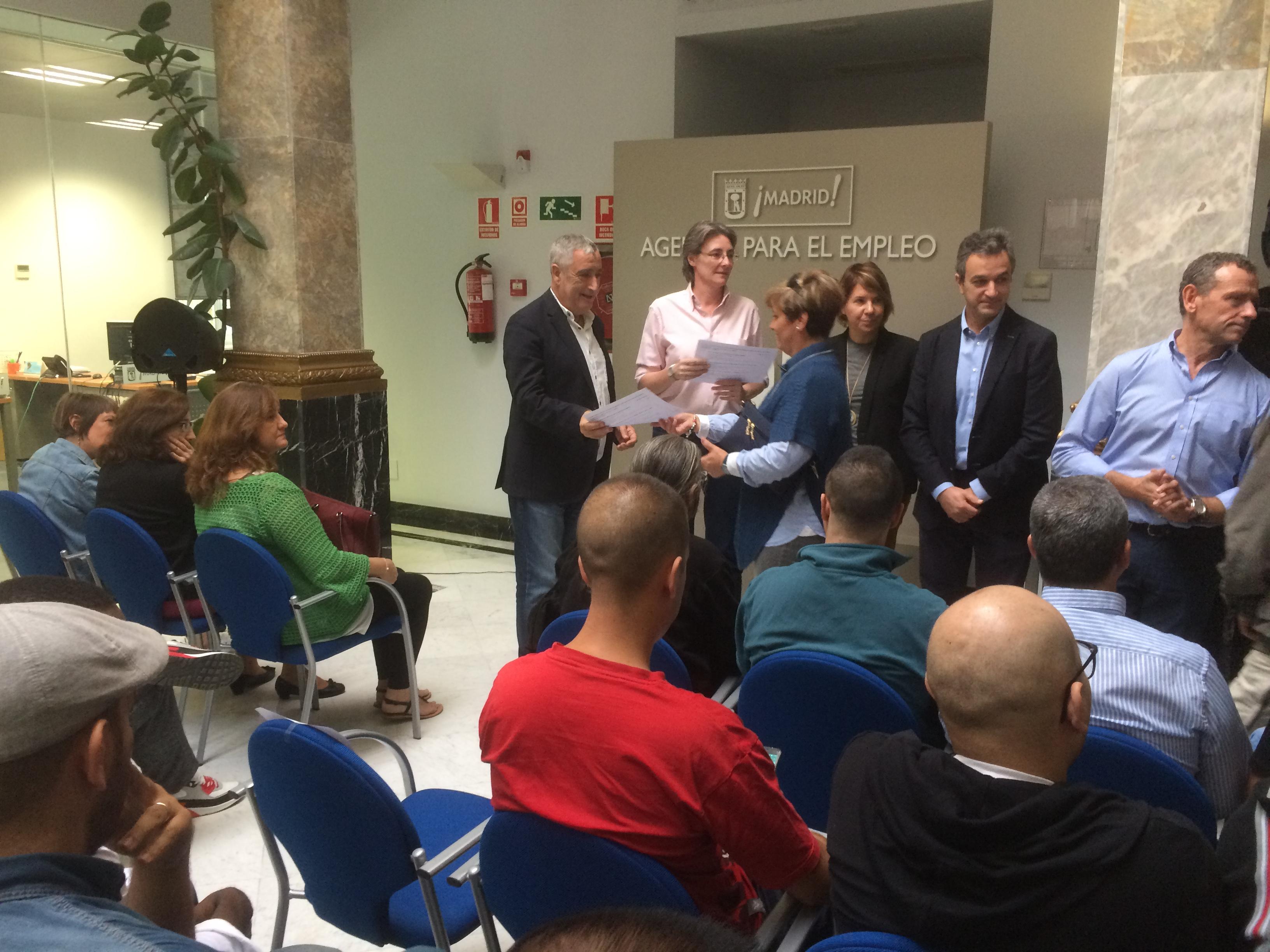 Higueras entrega los diplomas de los talleres de formaci n for Portal empleo madrid