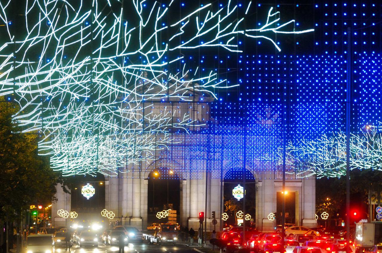 Madrid ilumina la navidad con un gui o al iv centenario de Ruta de la navidad 2016