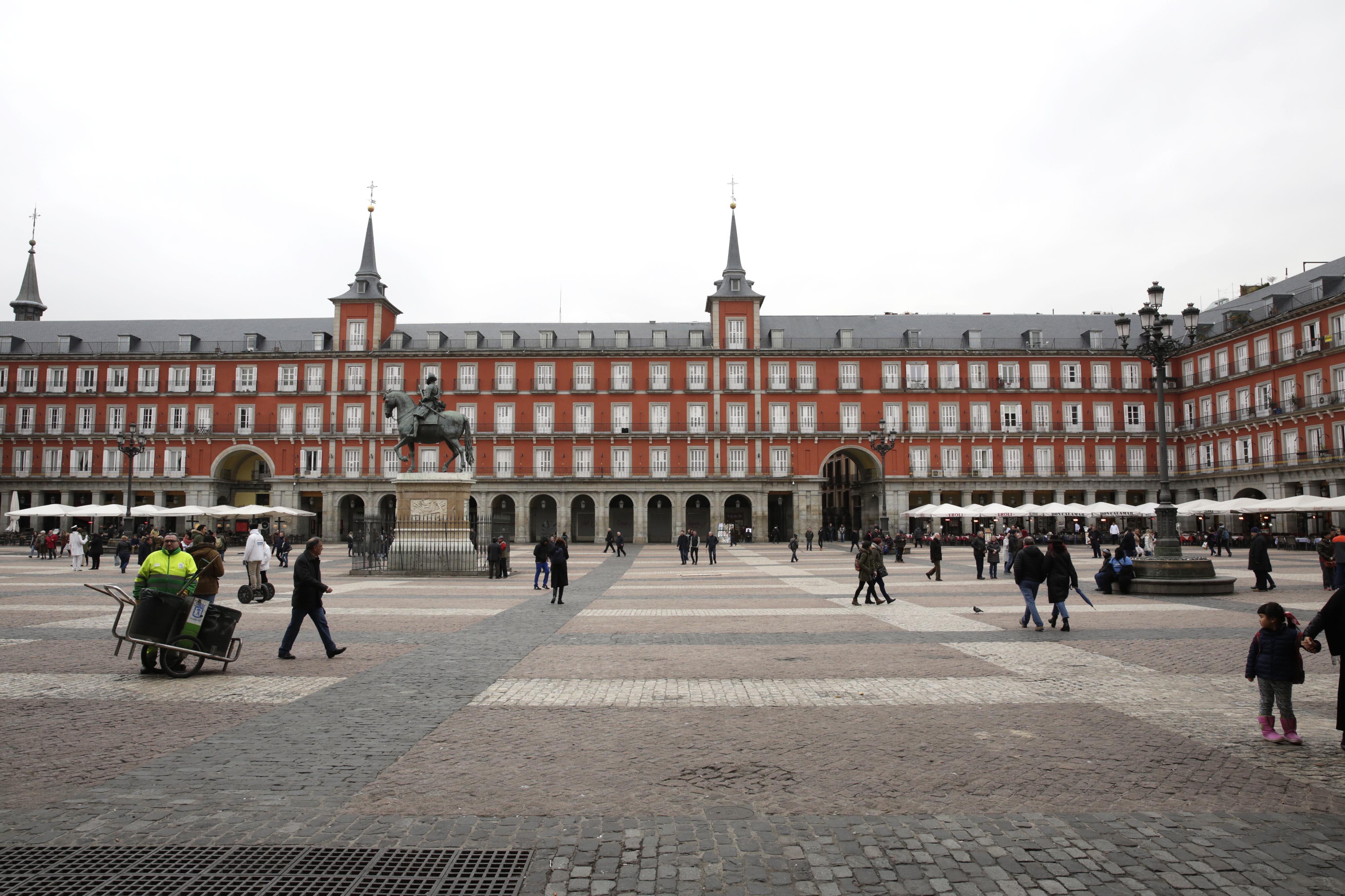 Cultura memoria y divulgaci n la plaza mayor sopla sus for Discoteca plaza de los cubos madrid