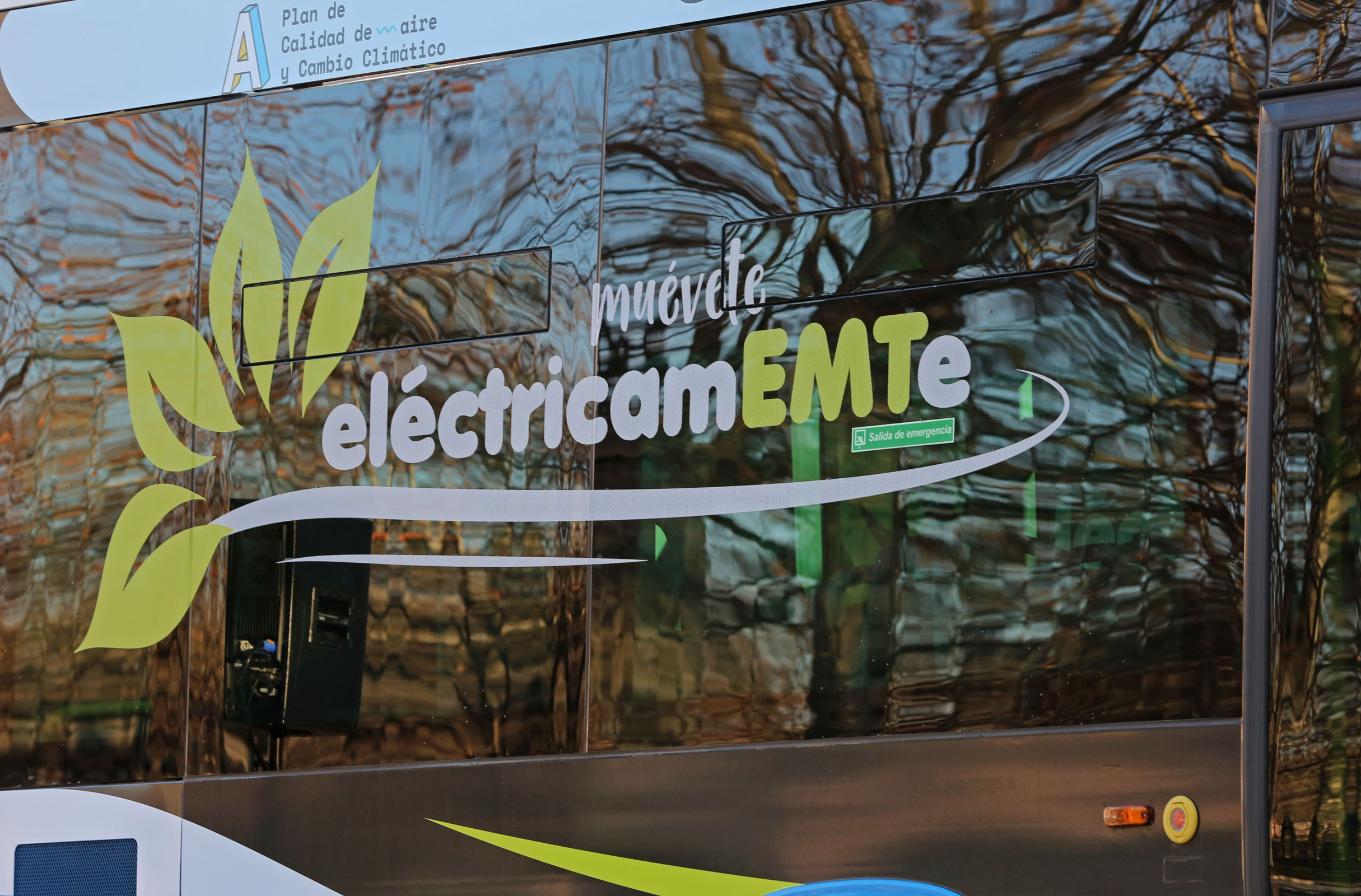 EMT incorpora sus primeros 15 autobuses estándar 100% eléctricos a ...