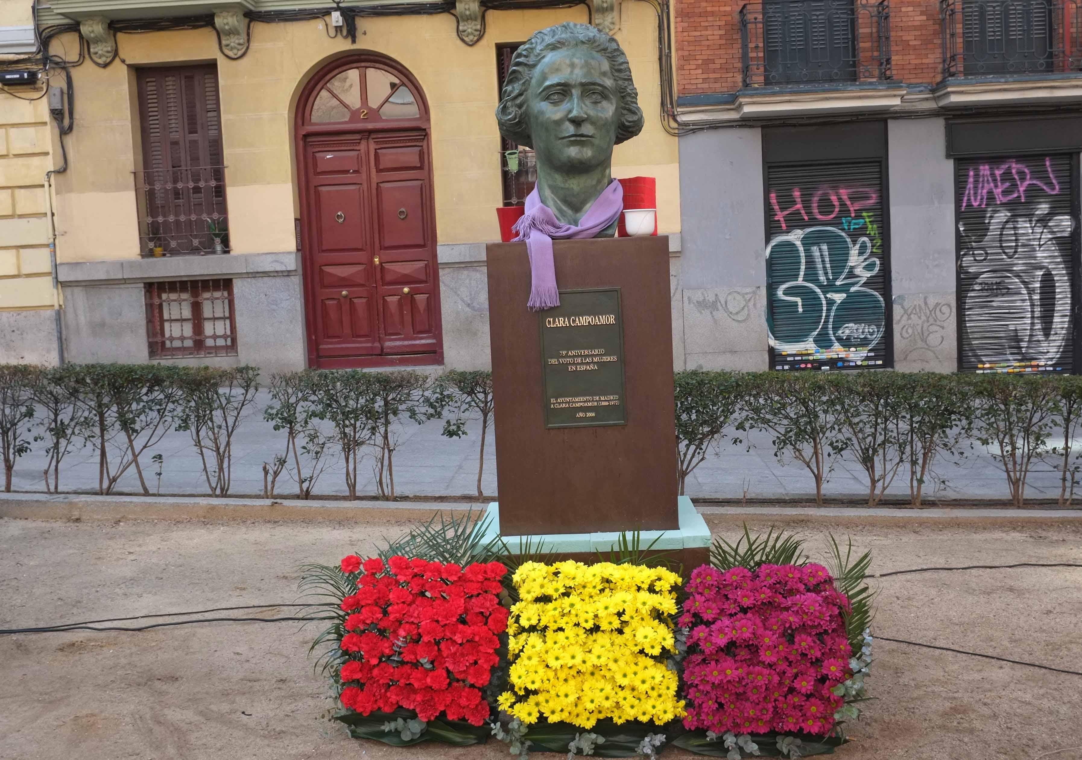 974923100 Un nuevo busto de Clara Campoamor