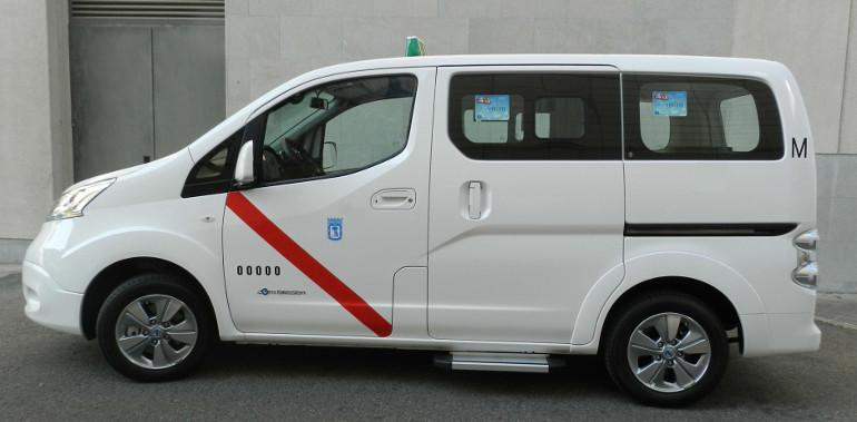 taxi autorizada como eurotaxi nissan env200 100